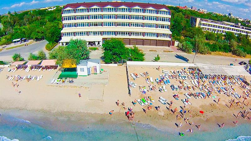 Забронировать отель в евпатории на берегу моря стоимость билета на самолет питер-москва